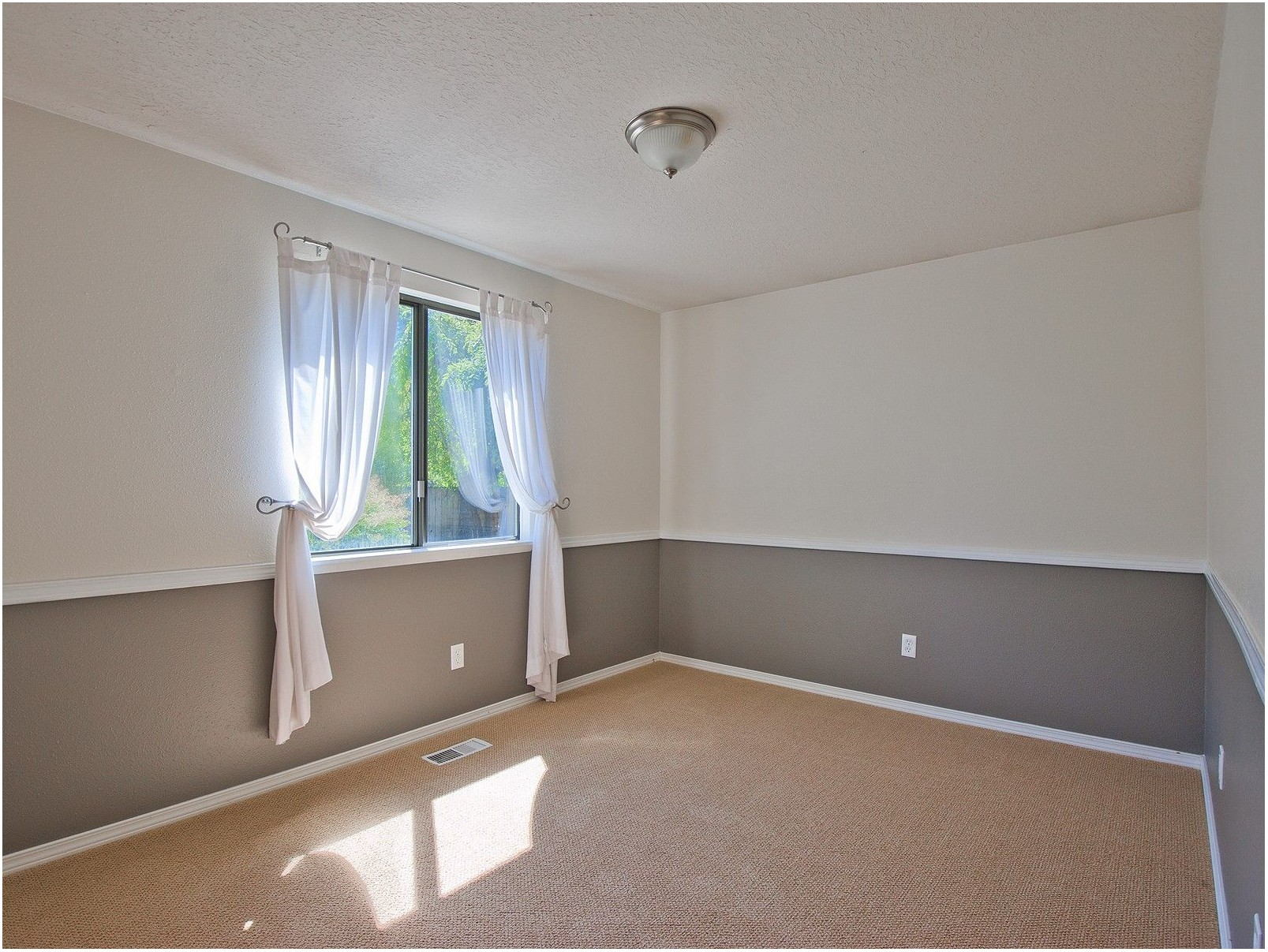 Living Room With Chair Rail Paint Ideas