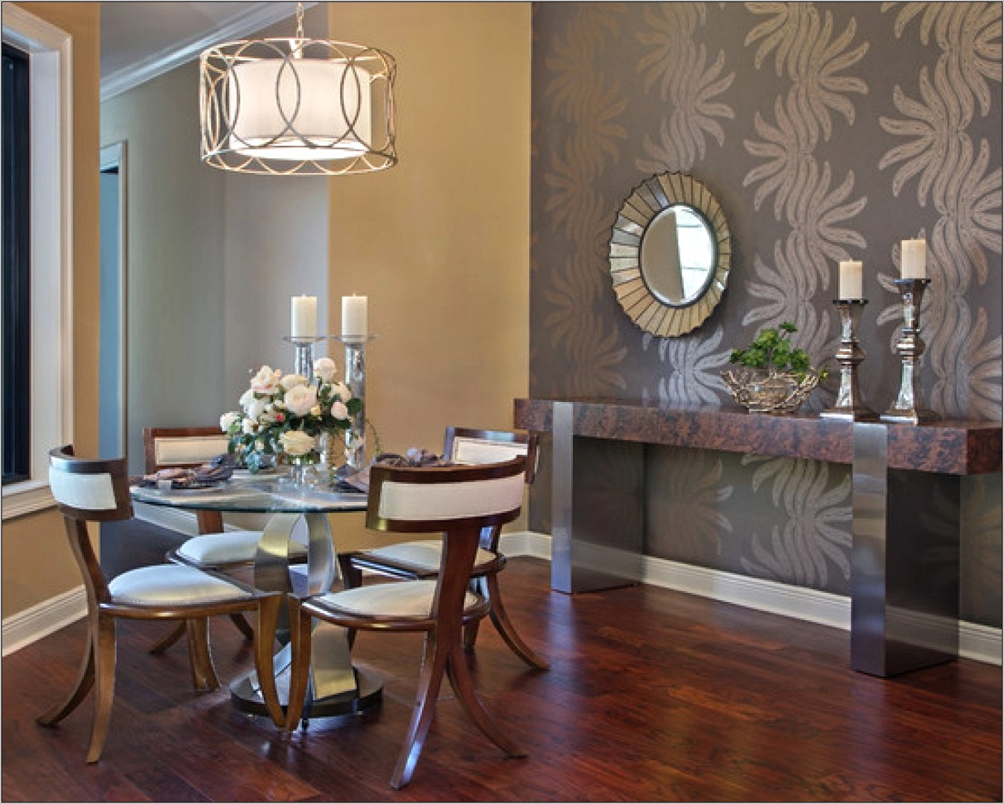 Decorating Dining Room With Round Table