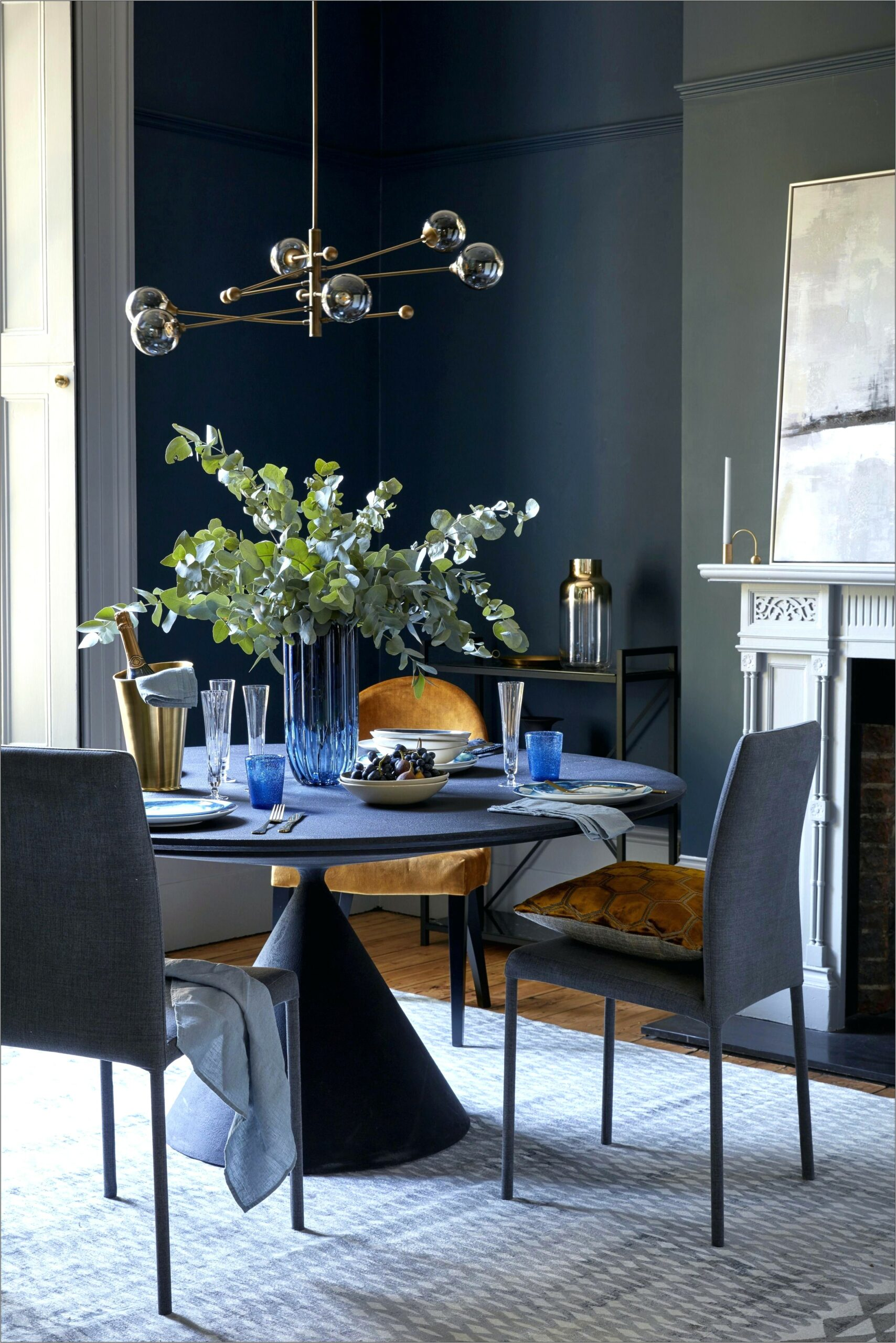 Decorating Navy And White Dining Room Walls
