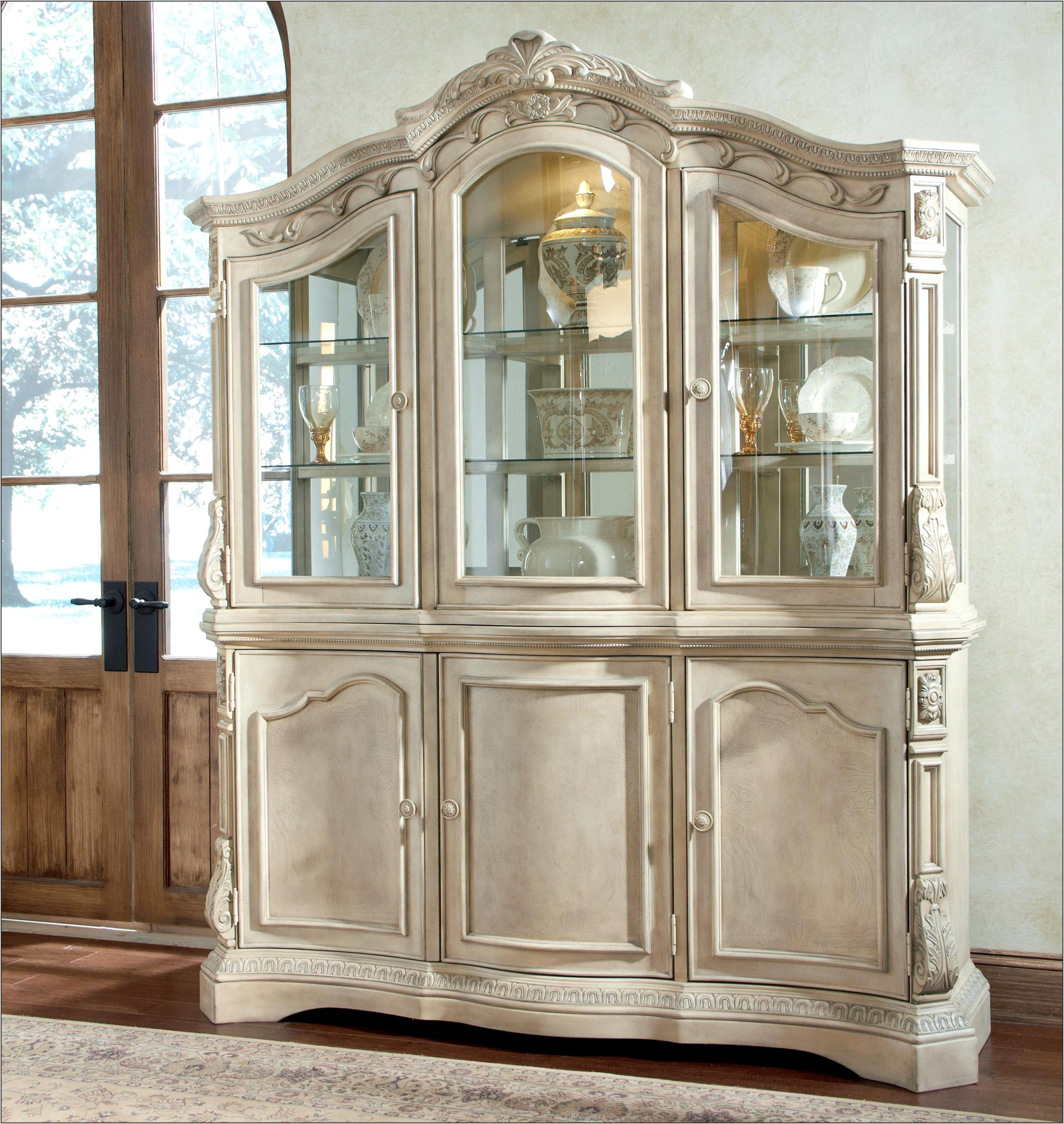 Decorating Your Dining Room Hutch
