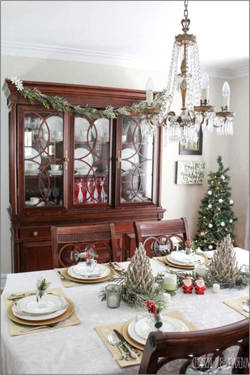 Small Dining Room Table Decorating Ideas