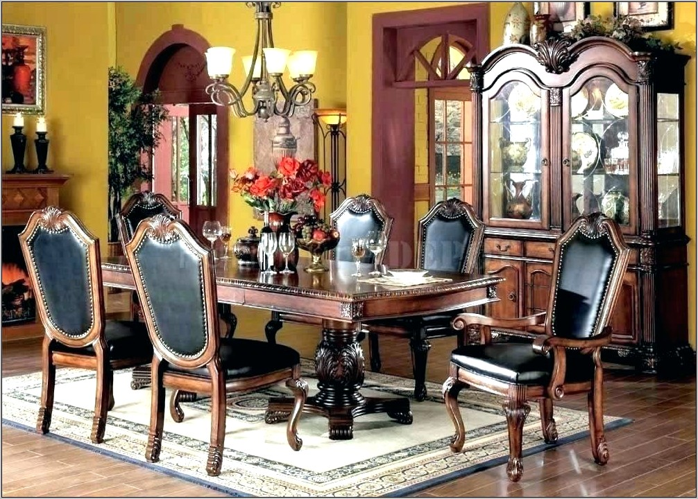 Traditional Dining Room Table Decor