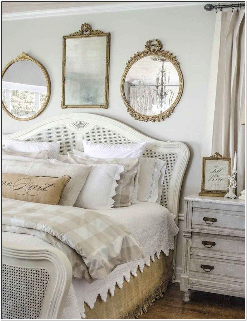 French Chic Bedroom Decorating Ideas