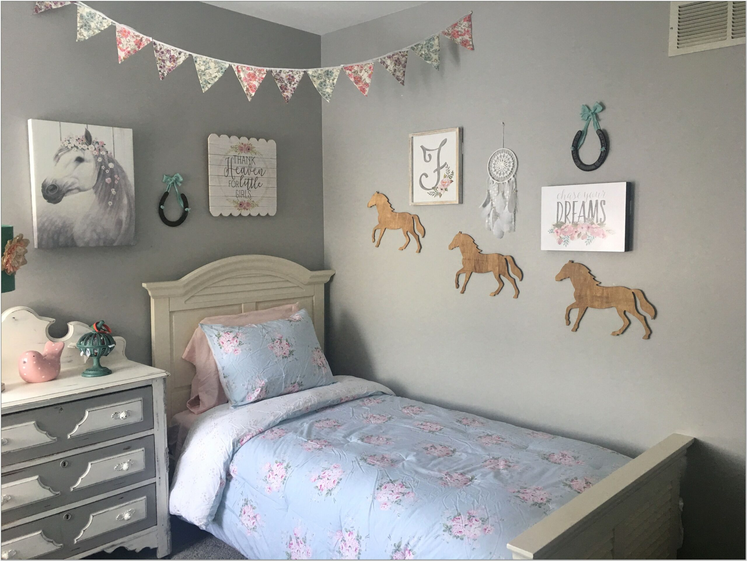 Horse Decorating Ideas For A Bedroom Makeover