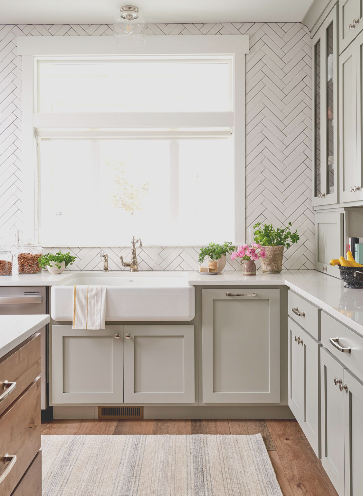 Kitchen Countertop and Cabinet Color Combinations